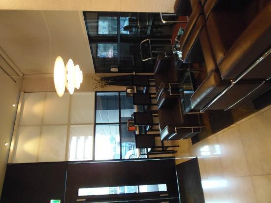 Doulos Hotel: Main Lobby