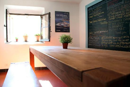 The Crew Grapevine : Portside House, Dining Room and Job board, an up to date resource for guests