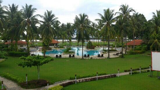 Mercure Manado Tateli Beach Resort: I love the pool to our group