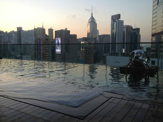 Crowne Plaza Hong Kong Causeway Bay: Hotel swimming pool