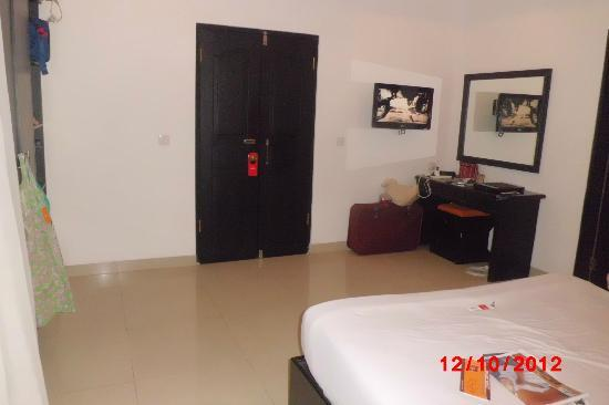 Dewi Sri Hotel: our room