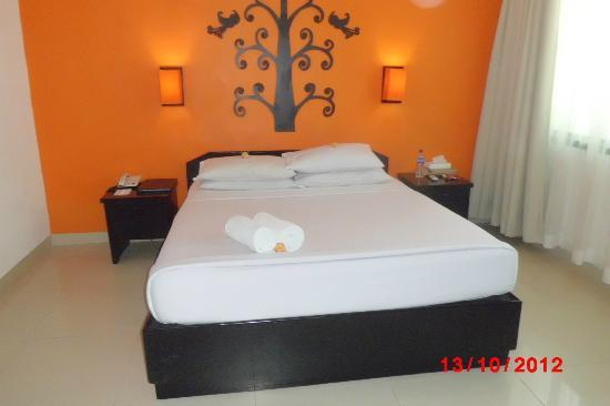 Dewi Sri Hotel: also our room, (clean and efficient room staff )