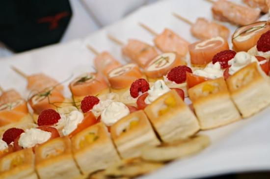 Llansantffraed Court: Canapes for a wedding at Llansantffraed