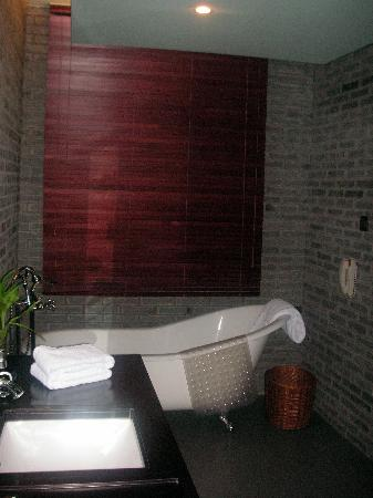 Gallery Suites: Bathroom