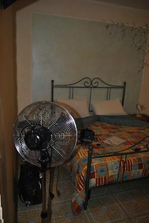 ElisART Guest House: Camera
