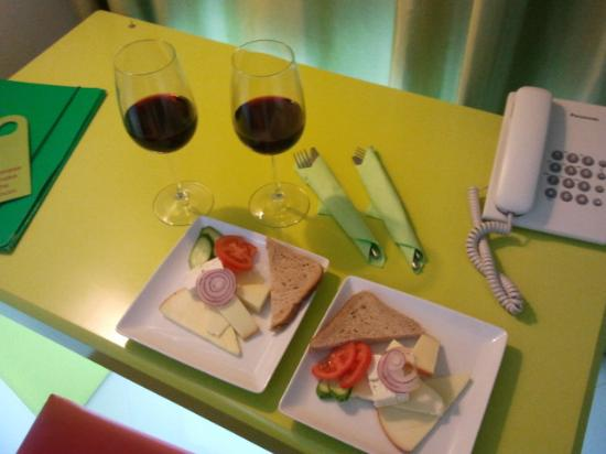 Hotel Christina: cheese and wine