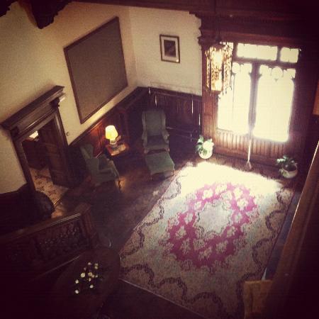 Castello dell'Oscano: sala centrale accanto reception