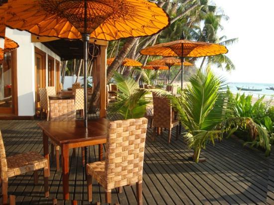 Yoma Cherry Lodge: Beach Pavilion terrace