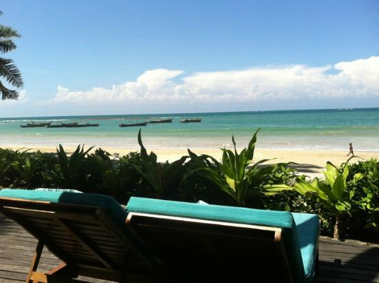 Yoma Cherry Lodge: View of the beach from the Beach Pavilion terrace