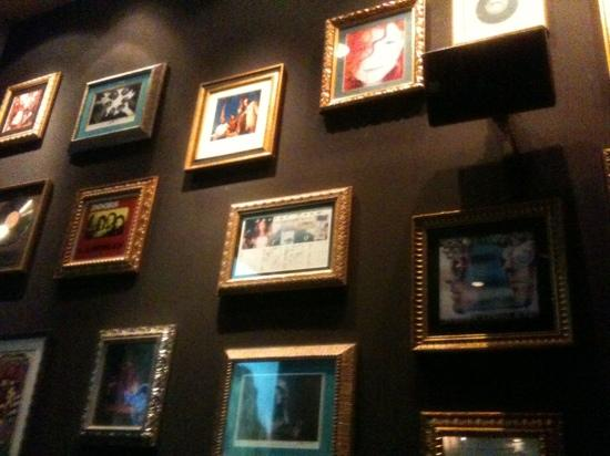 wall of fame picture of hard rock cafe barcelona tripadvisor. Black Bedroom Furniture Sets. Home Design Ideas