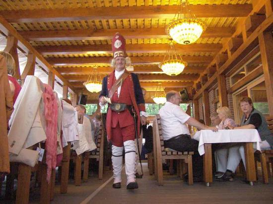 Anna Amalia Restaurant mit Seeterrasse: Unterhaltung wie Sie es wünschen; hier: Langer Kerl