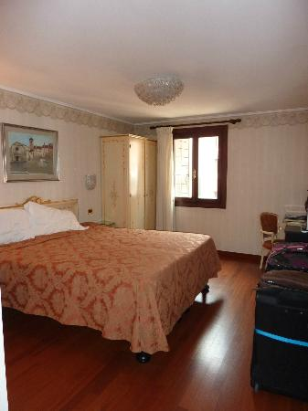 Hotel Ala - Historical Places of Italy: Deluxe room