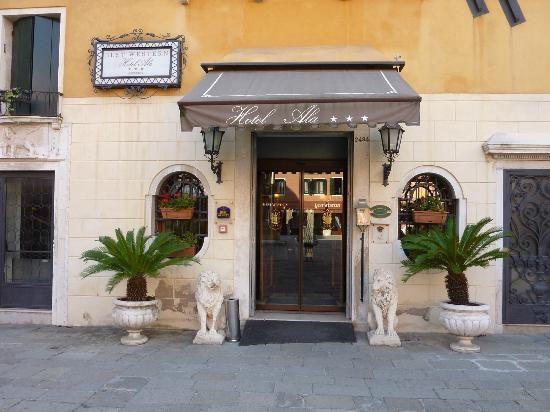 Hotel Ala - Historical Places of Italy: Entrance