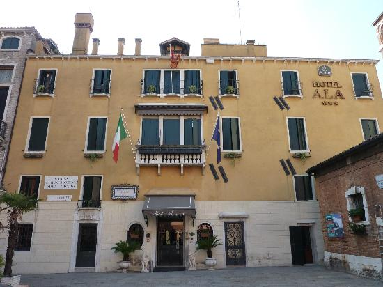 Hotel Ala - Historical Places of Italy : Hotel Ala