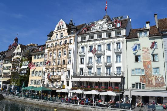 The Pickwick Hotel Reviews