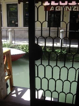 ‪‪Hotel Ala - Historical Places of Italy‬: Water taxi entrance into hotel‬