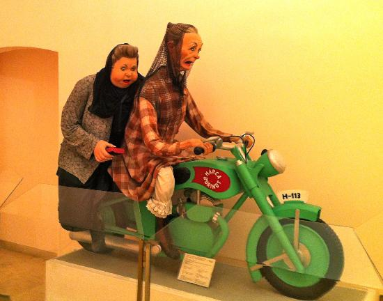 Museo de las Fallas: Watch out!