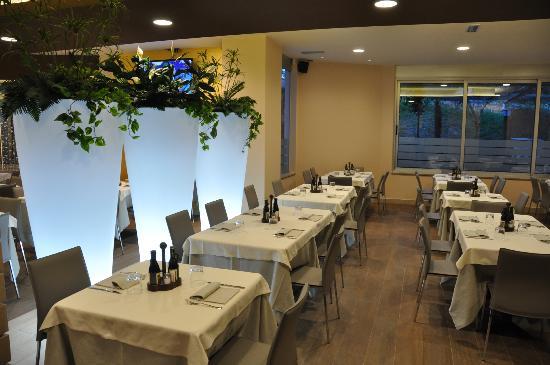 ALFIO Ristorante Pizzeria Bar: Particolare Vasi luminosi