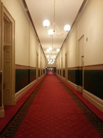 Quest Grand Hotel Melbourne: Grand Hall from rooms