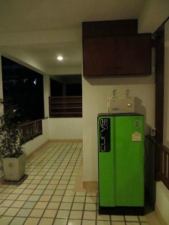 Yindee Stylish Guesthouse: pasillo exterior