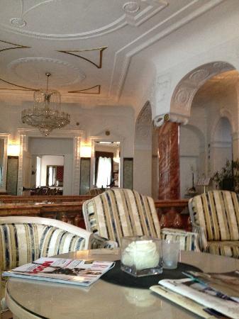 Grand Hotel Bellevue: Empfangshalle