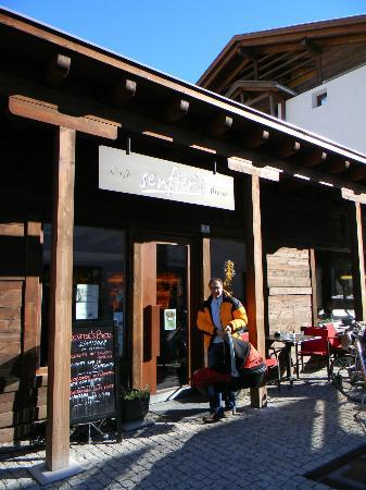 Senfter's Cafe Bistro: Ingresso su piazzetta Senfter