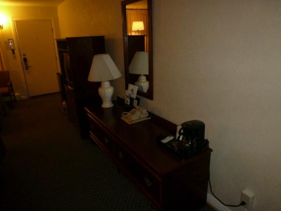Americas Best Value Inn Brunswick: Desk