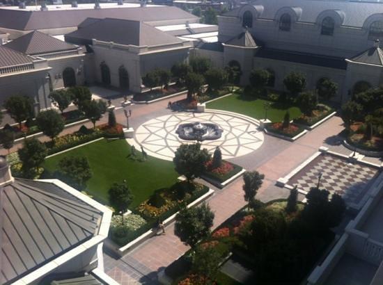 Grand America Hotel: Back yard