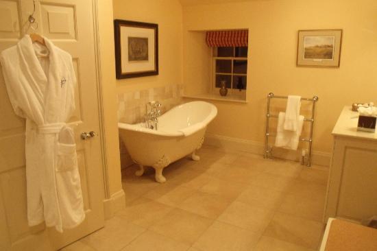 Archerfield House: Badezimmer einer Suite im Nebenhaus