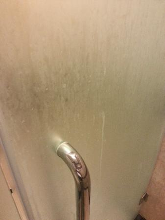 Rizqun International Hotel: Shower door after special additional cleaning