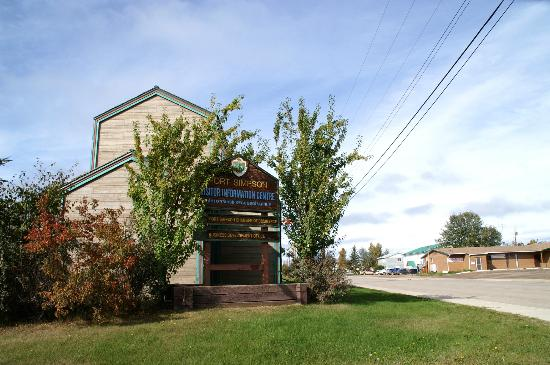 Fort Simpson Visitor Information Center: visitor center