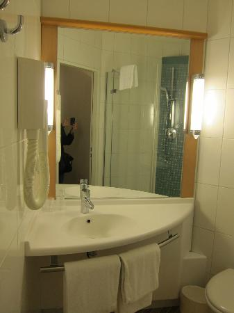 ibis Locarno: Bathroom