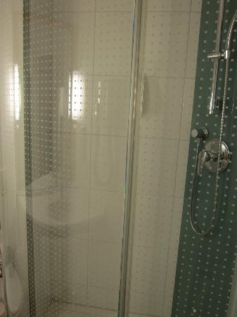 ibis Locarno: Great shower