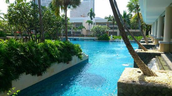 Sheraton Hua Hin Resort & Spa: Part of the grounds