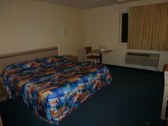 Motel 6 Boston North - Danvers: Bed