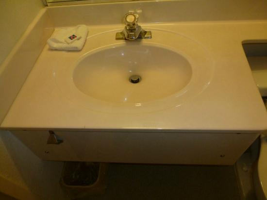 Motel 6 Boston North - Danvers: Sink