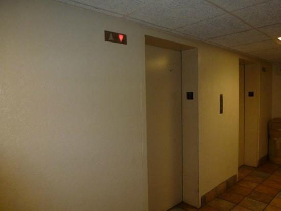 Motel 6 Boston North - Danvers: Elevators