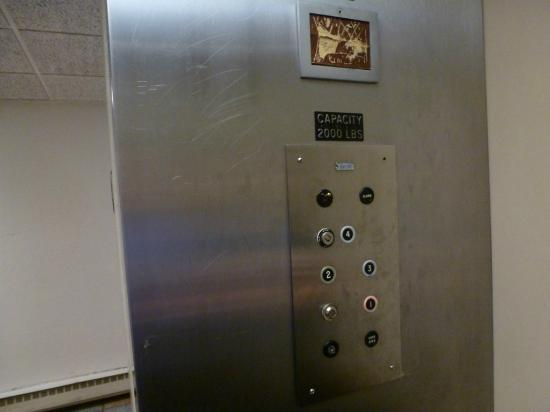 Motel 6 Boston North - Danvers: Elevator