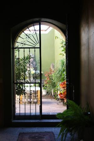 La Casa del Atrio: Gate to gardens adn other bedrooms