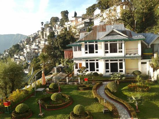 Central Heritage Resort and Spa, Darjeeling: View of hills with houses from the Hotel