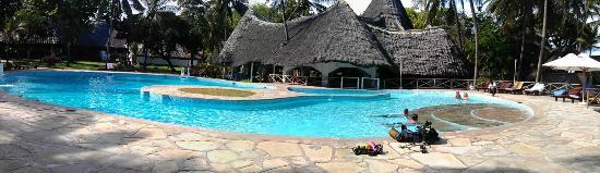Sandies Tropical Village: Pool side