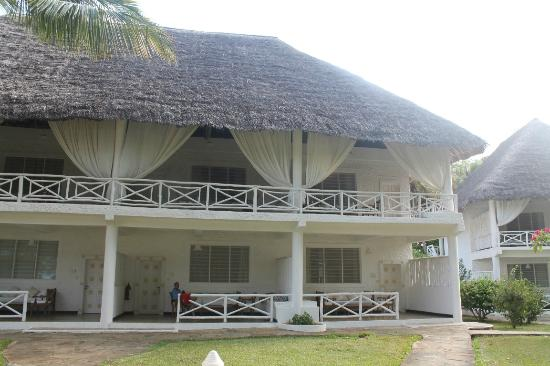 Sandies Tropical Village: Rooms 2