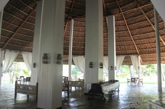 Sandies Tropical Village : bar area