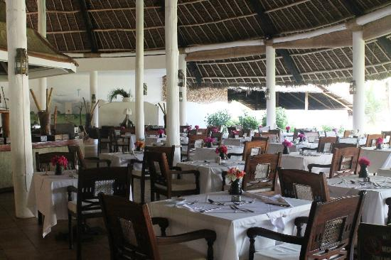 Sandies Tropical Village: restaurant 2