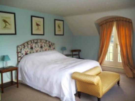 Ederline House Bed and Breakfast: Bedroom with super king bed with views over the loch and en-suite.