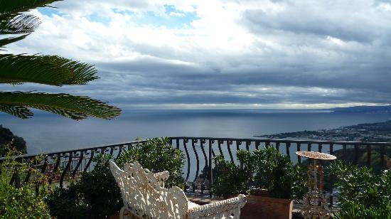 Hotel Villa Ducale: en una terrazita de la villa