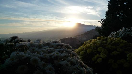 Hotel Villa Ducale: el Etna desde la terraza