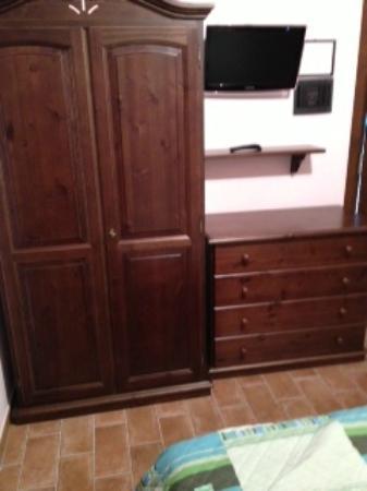 Appartamento il Frantoio: camera con televisore al plasma