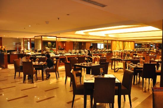 Best Western Mangga Dua Hotel and Residence: La sala da pranzo/colazione