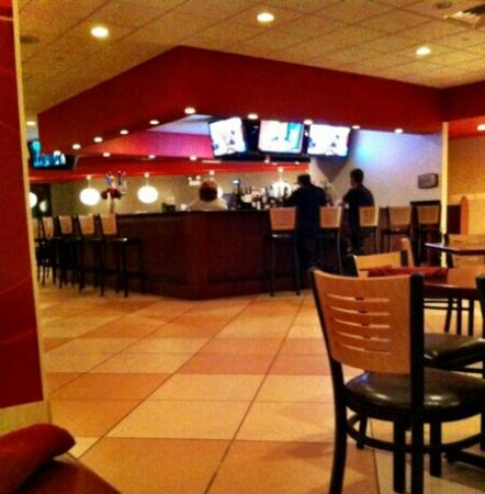 Holiday Inn Itasca (Woodfield Area): bar area